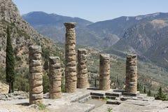 Paisaje montañoso con las ruinas antiguas del templo de Apolo Fotos de archivo