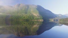 Paisaje natural de Noruega de la naturaleza hermosa Lago aéreo Tysdalsvatnet de la cantidad almacen de video