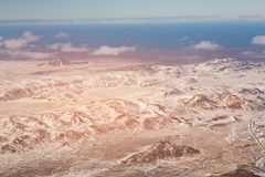 Paisaje negro de la montaña con nevado en la estación del invierno Imágenes de archivo libres de regalías