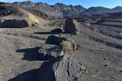 Paisaje negro Death Valley del desierto de las montañas Foto de archivo