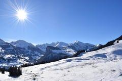 Paisaje Nevado en las montañas foto de archivo