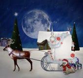 Paisaje nevoso de la Navidad con una pequeña cabaña stock de ilustración