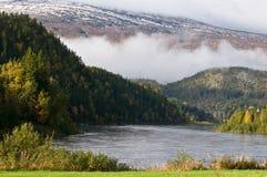 Paisaje noruego de la montaña Fotos de archivo