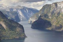 Paisaje noruego del fiordo Punto de vista de Stegastein Aurland visita Foto de archivo libre de regalías