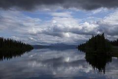 Paisaje nublado imagenes de archivo