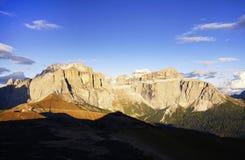 Paisaje otoñal de las montañas italianas en la puesta del sol Fotografía de archivo libre de regalías