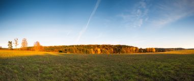 Paisaje otoñal hermoso de la puesta del sol Fotografía de archivo libre de regalías