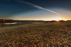 Paisaje otoñal hermoso de la puesta del sol Foto de archivo