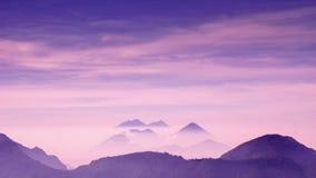 Paisaje púrpura del volcán por Quetzaltenango en Guatemala Imagen de archivo