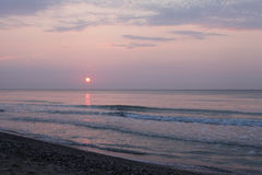 Paisaje pacífico de la playa de la salida del sol Fotografía de archivo
