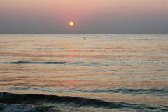 Paisaje pacífico de la playa de la salida del sol Foto de archivo libre de regalías