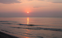 Paisaje pacífico de la playa de la salida del sol Imagen de archivo libre de regalías