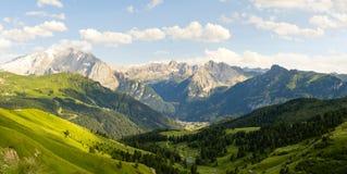 Paisaje panorámico asombroso en el Tyrol del sur italiano Imágenes de archivo libres de regalías