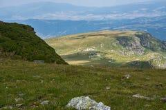 Paisaje panorámico cerca de los siete lagos Rila, Bulgaria Foto de archivo libre de regalías