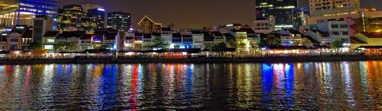 Paisaje panorámico de la ciudad de la noche Fotos de archivo libres de regalías