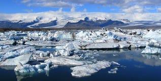 Paisaje panorámico de la laguna del hielo de Jokulsarlon, Islandia foto de archivo libre de regalías