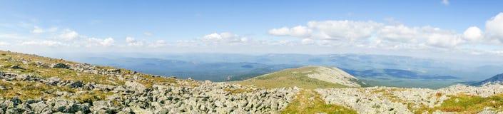 Paisaje panorámico de la montaña en un parque nacional Fotografía de archivo