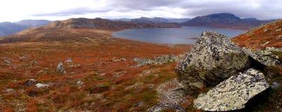 Paisaje panorámico del otoño en Noruega Foto de archivo