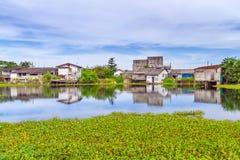 Paisaje pantanoso del pueblo en la explosión Muang Fotos de archivo