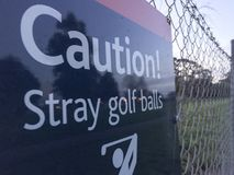Paisaje perdido de las pelotas de golf de la precaución imagen de archivo libre de regalías