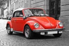 Paisaje pintoresco con el coche retro. Fotos de archivo libres de regalías