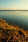 Paisaje pintoresco de la puesta del sol del verano en el lago Irtyash, Urales meridionales, Rusia Imágenes de archivo libres de regalías