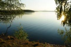 Paisaje pintoresco de la puesta del sol en el lago Irtyash, Urales meridionales, Rusia Imágenes de archivo libres de regalías