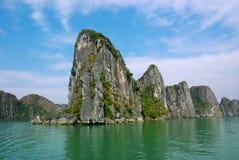 Paisaje pintoresco del mar. Bahía larga de la ha, Vietnam fotos de archivo