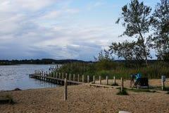 Paisaje pintoresco en el lago Fotos de archivo libres de regalías