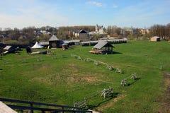Paisaje provincial ruso de la pequeña ciudad provincial - vista a Foto de archivo