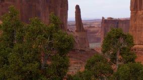 Paisaje que sorprende en el parque nacional de los arcos en Utah almacen de metraje de vídeo