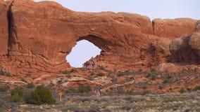 Paisaje que sorprende en el parque nacional de los arcos en Utah almacen de video