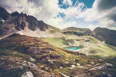 Paisaje Rocky Mountains y lago de la turquesa Imagenes de archivo