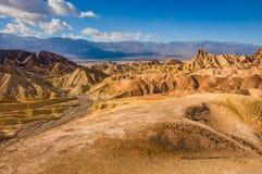 Paisaje rocoso amarillo del punto de Zabriskie, parque nacional de Death Valley california foto de archivo