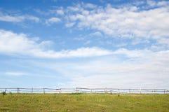 Paisaje rural con la cerca Fotografía de archivo