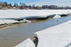 Paisaje rural de la primavera por el río Berdsk, oblast de Novosibirsk, Foto de archivo