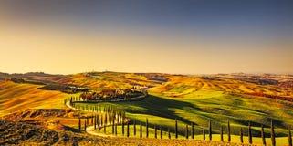 Paisaje rural de la puesta del sol de Toscana, Creta Senesi Granja del campo, Fotografía de archivo libre de regalías