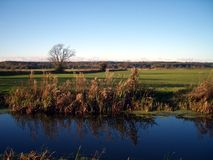 Paisaje rural del canal imagen de archivo
