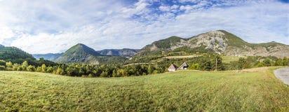 Paisaje rural en alpes del haut de los les de la región en Francia Imagenes de archivo