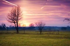 Paisaje rural en la puesta del sol Fotos de archivo libres de regalías