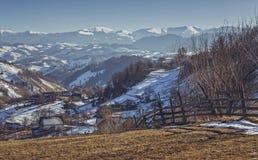 Paisaje rural rumano del invierno Imagen de archivo