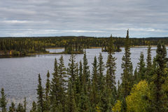 Paisaje salvaje de los territorios del noroeste Foto de archivo libre de regalías