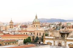 Paisaje sobre la ciudad vieja de Palermo fotografía de archivo libre de regalías