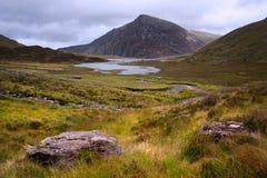 Paisaje sobre Llyn Idwal hacia Pluma-año-Viejo-Wen Foto de archivo libre de regalías
