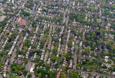 Paisaje suburbano de extensión por completo de casas y de construcciones de viviendas Fotografía de archivo libre de regalías