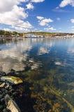 Paisaje sueco del puerto del mar en tiempo de primavera Foto de archivo libre de regalías