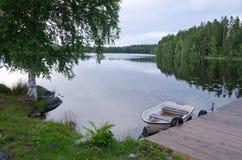 Paisaje sueco típico del lago Fotografía de archivo