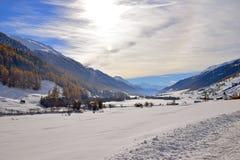 Paisaje suizo típico de las montañas de las montañas Imagen de archivo libre de regalías