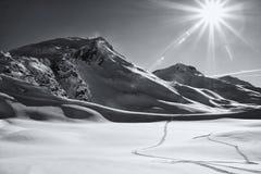 Paisaje Sunlit de la montaña del invierno Fotos de archivo