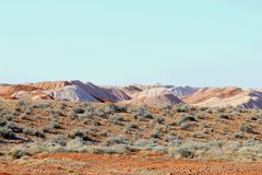 Paisaje surrealista alrededor del pueblo del ópalo Andamooka, sur de Australia de la explotación minera Imagenes de archivo